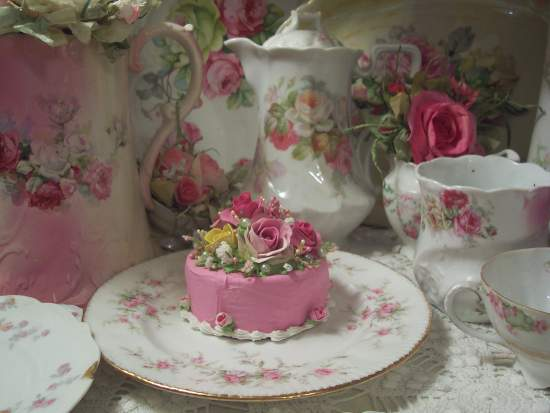 (Joanie) FUNKY JUNK COTTAGE ROSE DECORATED FAKE CAKE