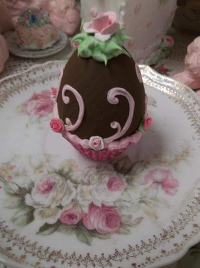 (Gwenie) Fake Chocolate Egg