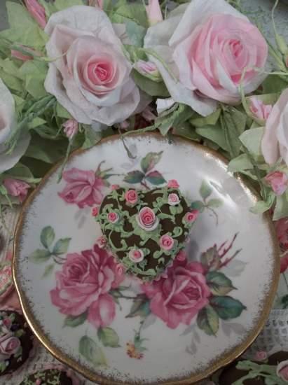 (Lots A Roses) Mini Marvel Small Cake