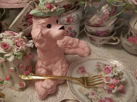 (Golden Girl) New Fork, Bite Of Fake Cake