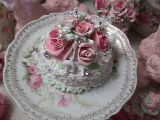 (Roses And Rhinestone Shortcake) Funky Junk Fake Cake