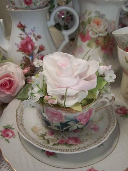 (Heidi Cup Insert) Beautiful Paper Rose Arrangement