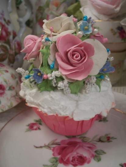 (Izzie) Fake Cupcake
