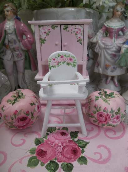 (White Doll House High Chair With Pink Roses)  Dollhouse Furniture