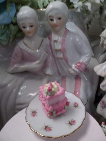 (Strawberry Cake) Doll House Sized Fake Cake