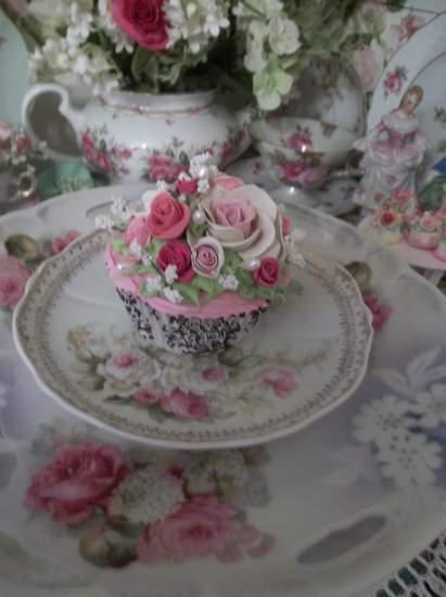 (Classic Carla) Fake Cupcake