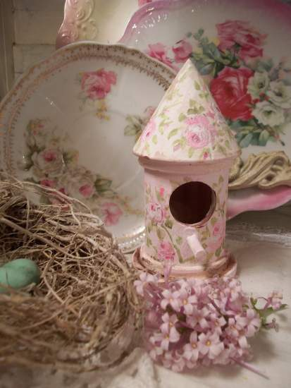 (Guintie)  Handpainted Bird House