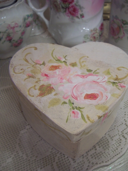 (mhrtbx) MACHE' HANDPAINTED ROSE BOX