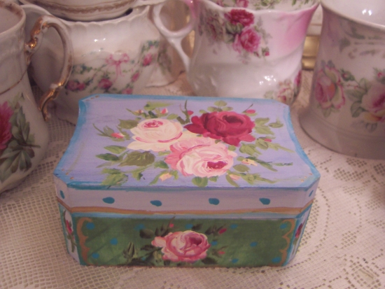 WBX1) HANDPAINTED PAINTED WOODEN TRINKET BOX WITH ROSES