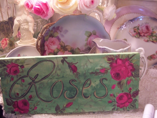 (LOVET)  HANDPAINTED ROSES SIGN SHABBY COTTAGE STYLE