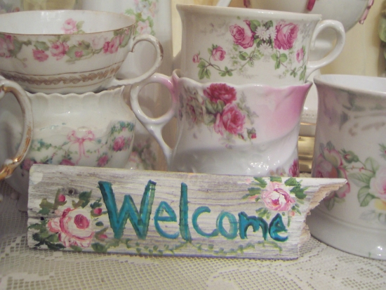 (SMALLSIGN1) HANDPAINTED WEATHERED WOOD WELCOME SIGN