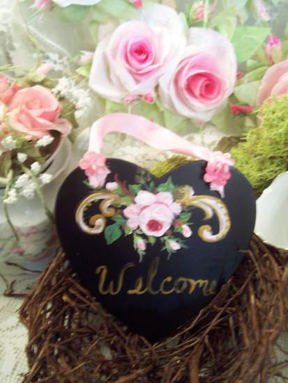 (WelcomeHeartChalkboard) Handpainted Roses Scalloped Chalkboard Sign