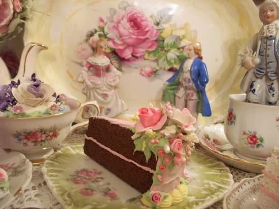 (TheSkinnyQueensSlice) Fake Cake Slice