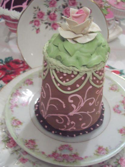 (RaspberryCocoa) COTTAGE ROSE DECORATED FAKE CAKE CHARMING!!