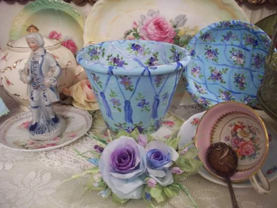 (TassieVioletta) Handpainted Flowerpot