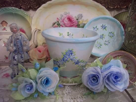 (GarlandsOfBlue) Handpainted Flowerpot