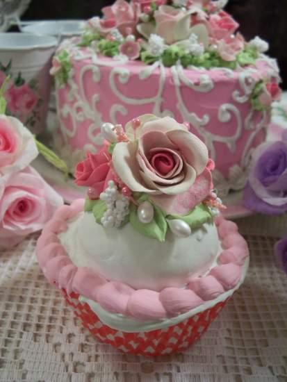 (GingerAnne) Fake Cupcake