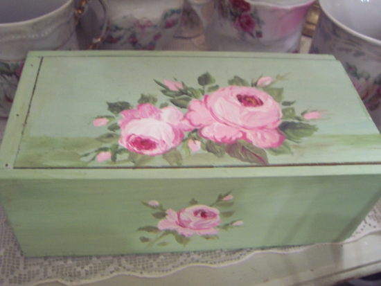 (vpwcb) Vintage handpainted wooden cheese box.