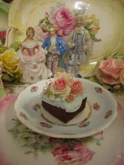 (Kaitlynn) Fake Cake Slice