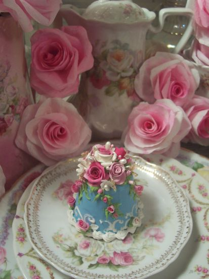 (Sammy) FUNKY JUNK ROSE DECORATED FAKE CAKE CHARMING!!
