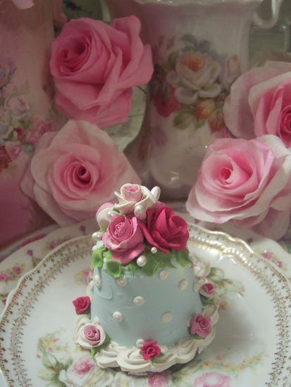 (Stephanie) FUNKY JUNK ROSE DECORATED FAKE CAKE